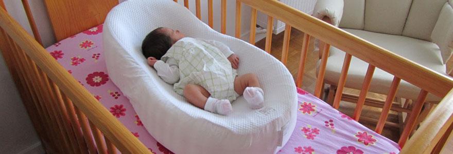 achetant un lit bébé